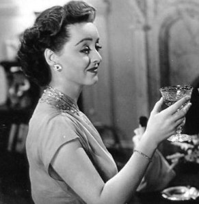 """""""Chega um momento na vida de toda mulher quando a única coisa que consola é uma taça de Champagne."""" Bette Davis"""
